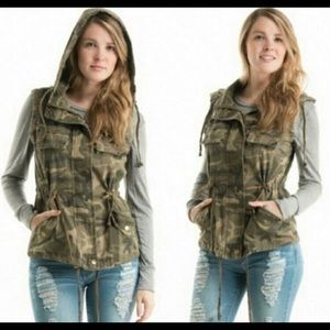 Jackets & Blazers - Hooded Camouflage Vest